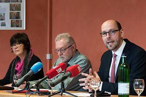 Syfel-Vizepräsident Marc Linden, Robbie Schiertz und Christiane Gnad informierten über die rezenten Entwicklungen im Dossier Kirchenfabriken.