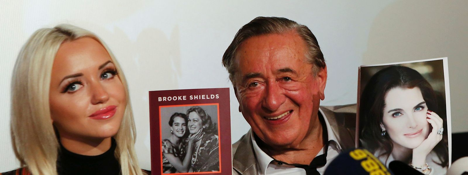 Baulöwe Richard Lugner und seine Frau Cathy freuen sich auf ihren Opernballstar.