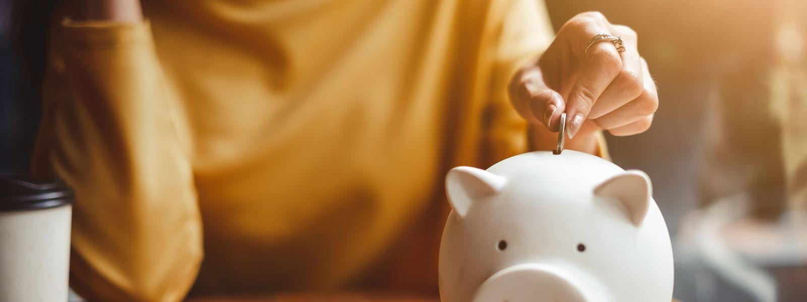 Ein Vermögen mithilfe des Sparschweins ansammeln ist in Zeiten extrem niedriger Zinsen schwer.