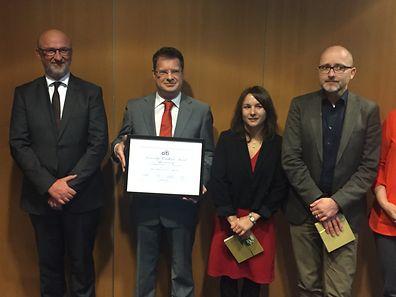 Die nominierten Journalisten neben UEL-Präsident J.-J. Rommes: (v.l.)Jean-Michel Gaudron (Paperjam), Catherine Kurzawa (Lëtzebuerger Journal) und Andreas Adam (Luxemburger Wort)