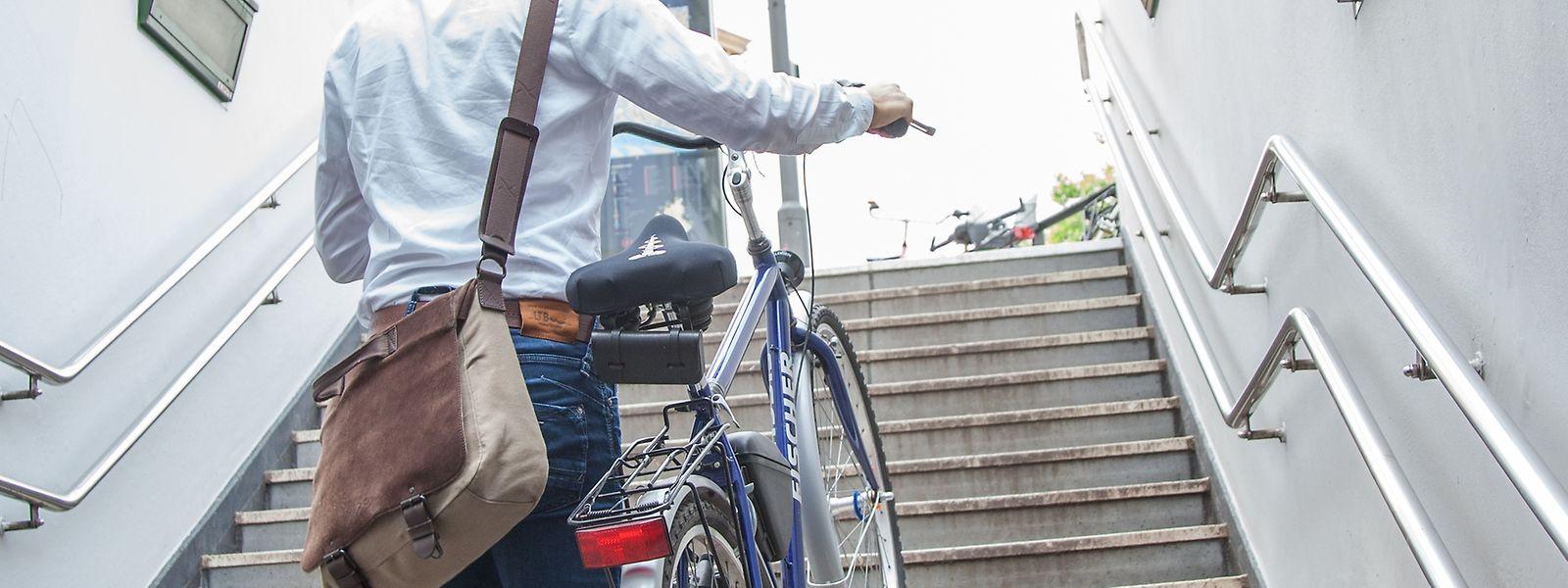 Wer sich auf dem Arbeitsweg bewegt, tut seinem Körper viel Gutes. Treppensteigen trainiert zusätzlich.