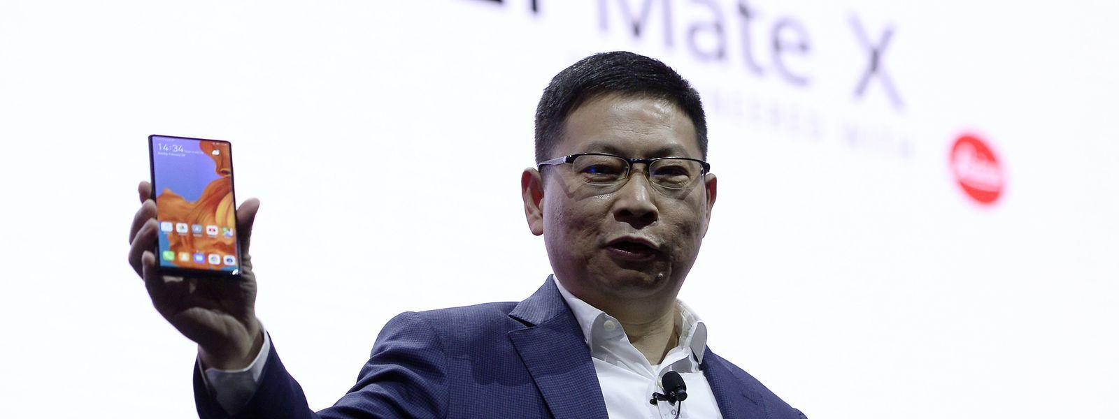 Richard Yu von Huawei stellt das neue Mate X in Barcelona vor.