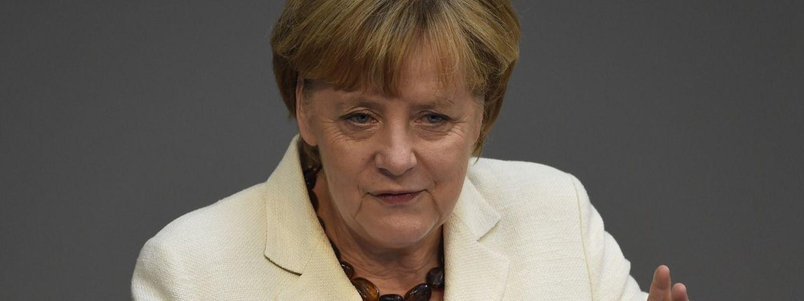 Angela Merkel setzt sich dafür ein, dass die angekündigten Sanktionen gegen Russland schnellstmöglich umgesetzt werden.
