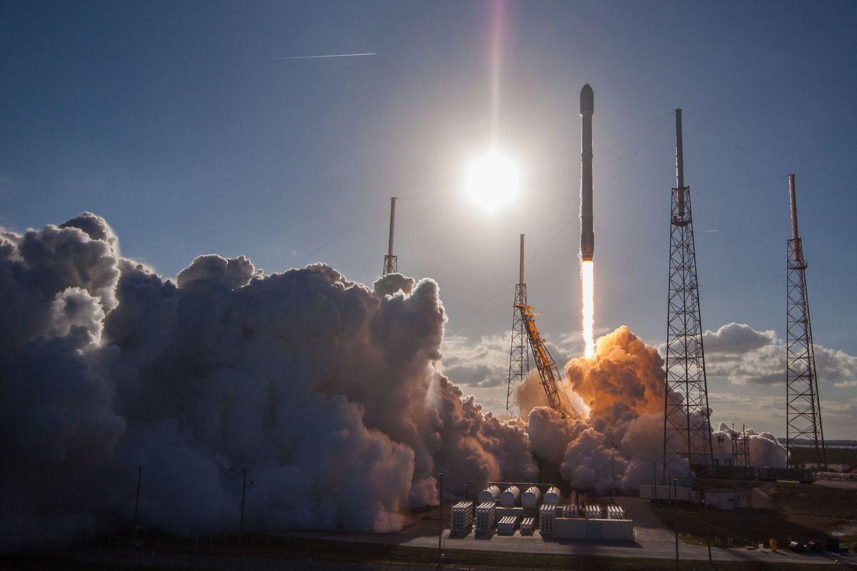 """Space X se rapproche du """"bon"""" taux d'Arianespace au fur et à mesure de ses lancements réussis, comme ici, celui de GovSat 1 en février."""
