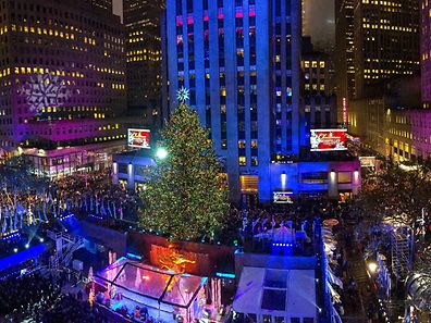 NEW YORK, NY - DECEMBER 02: (EDITORS NOTE: Image is a digital panoramic composite created with a smartphone.) General view of atmosphere during the 83rd Rockefeller Center tree lighting 2015 on December 2, 2015 in New York City.   Noam Galai/Getty Images/AFP == FOR NEWSPAPERS, INTERNET, TELCOS & TELEVISION USE ONLY ==