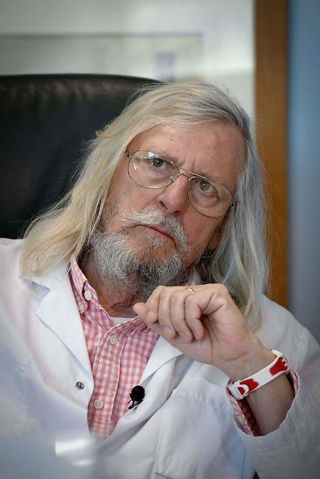 Didier Raoult a obtenu des résultats positifs dans une vingtaine de cas, après association de la chloroquine à un antibiotique