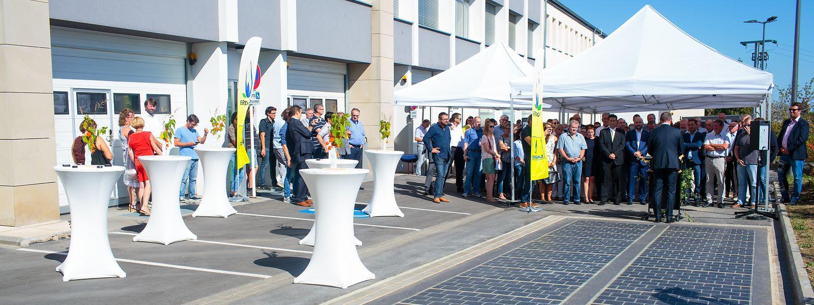 Die befahrbaren Solarmodule versorgen fortan die Server der Gemeinde Sassenheim
