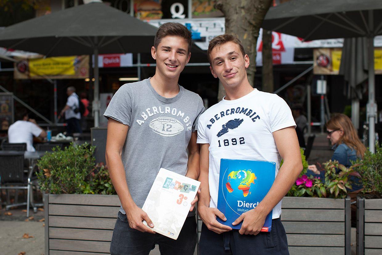 Die Schüler Erwan Deshoux und Arthur Pesch boten nur ihre eigenen Bücher zum Verkauf an.