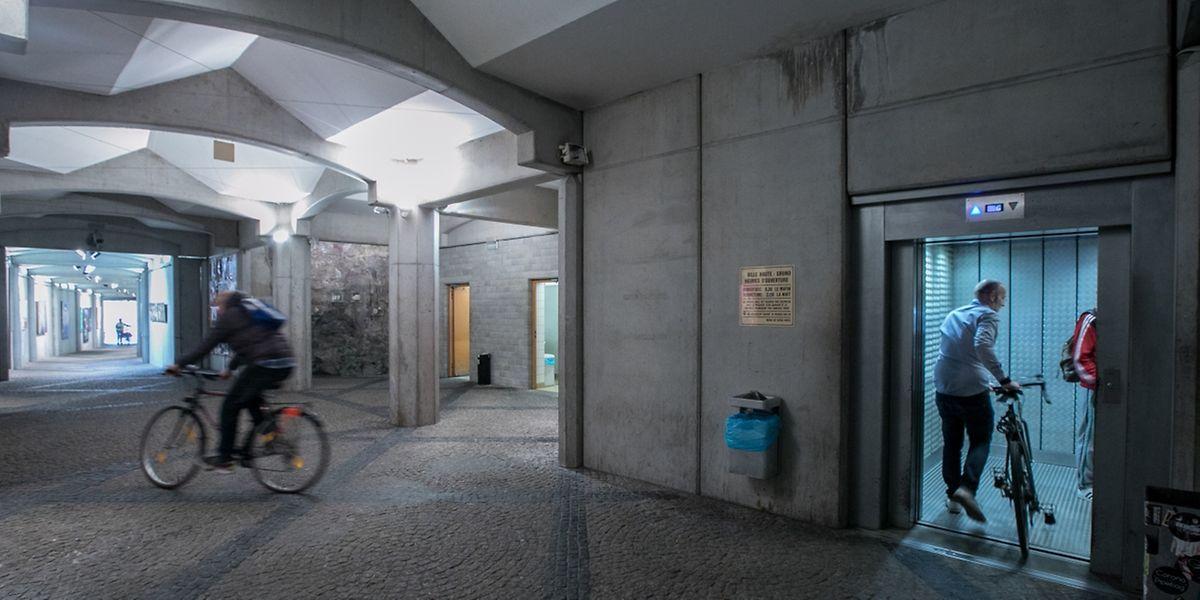 Der Fahrstuhl vom Viertel Grund in die Oberstadt ist ständig in Bewegung