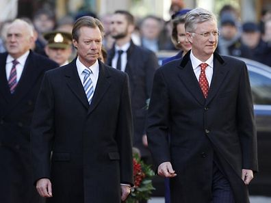Le Grand-Duc accompagné du roi Philippe de Belgique lors de sa venue au Luxembourg en décembre 2013