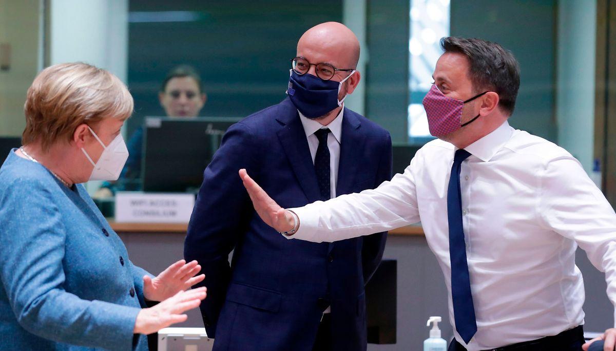 Angela Merkel a aussi su se faire apprécier d'une autre génération de dirigeants européens, comme ici Charles Michel ou Xavier Bettel.