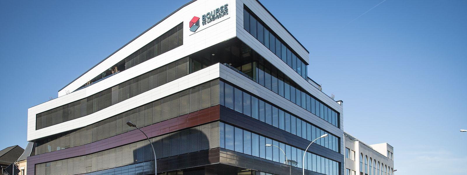 Die vor 90 Jahren gegründete Luxemburger Börse befindet sich seit dem Jahr 2014 an der Kreuzung zwischen der Avenue Emile Reuter und dem Boulevard Joseph II.