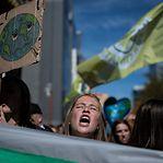 Greve pelo clima: em Bruxelas jovens dividem as ruas com adultos
