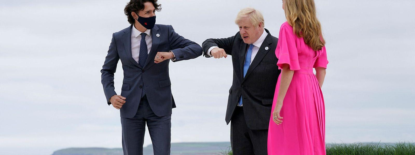 Einmal fürs Foto: Justin Trudeau (Kanada, links) und das Ehepaar Johnson.