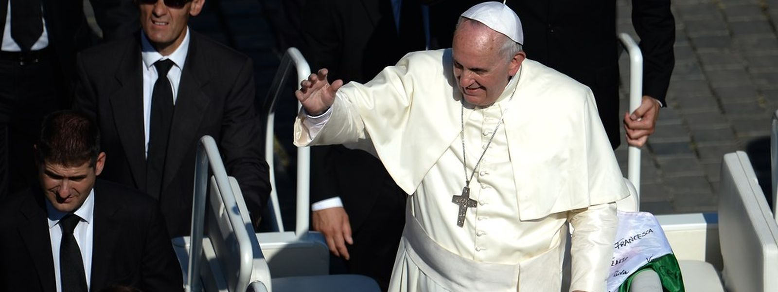 Die Synode ging am Sonntag mit der Seligsprechung von Papst Paul VI. zu Ende. Unter Applaus Zehntausender Gläubiger verkündete Papst Franziskus die Formel auf dem Petersplatz.