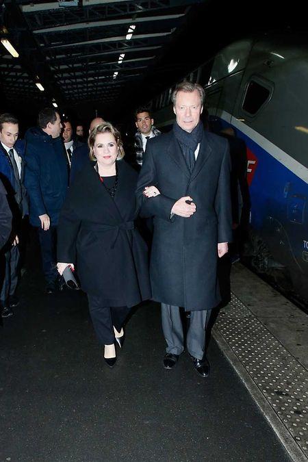 Großherzog Henri und seine Gattin, Großherzogin Maria Teresa, kamen am Sonntagabend am Gare de l'Est an.