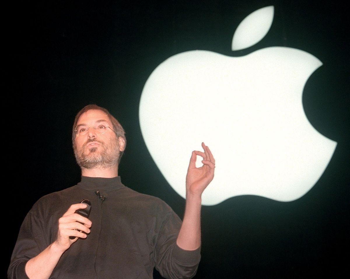 1998, Steve Jobs, l'emblématique patron d'Apple, présente l'iMac