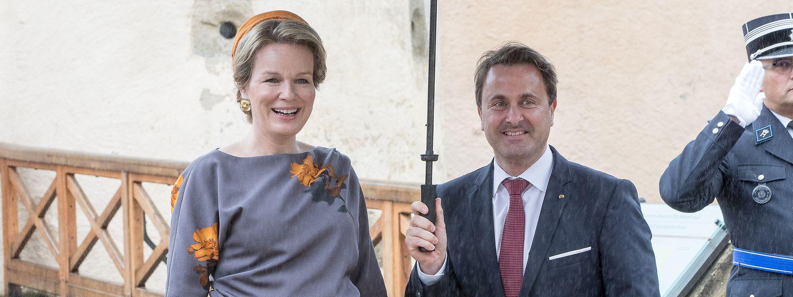 La reine Mathilde au côté de Xavier Bettel avant le déjeuner qui s'est tenu au château de Bourglinster.