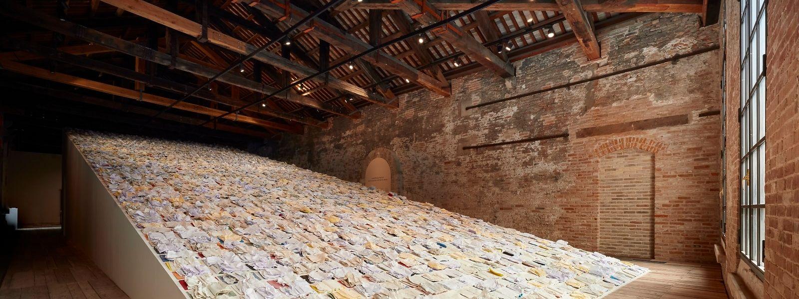 Marco Godinho est le premier artiste plasticien du Grand-Duché à investir la Sale d'Armi de l'Arsenale.