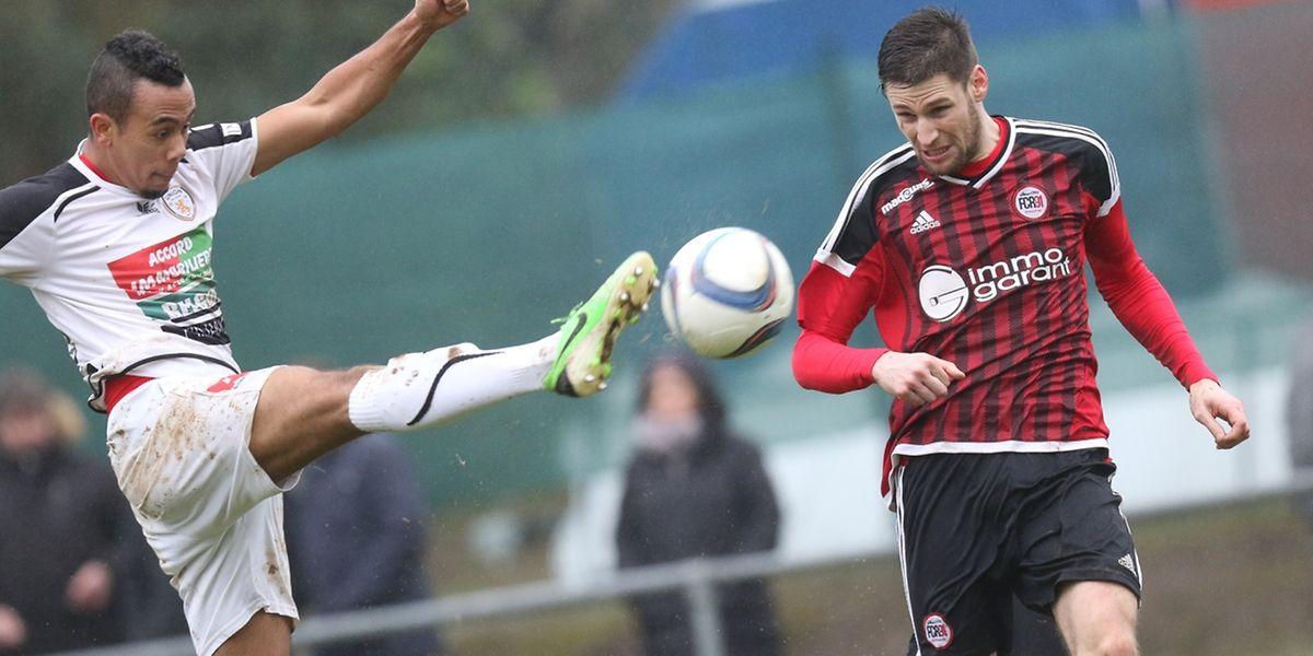 Benjamin Arnold et l'Union Titus Pétange  ne s'attendaient pas à un derby aussi facile à négocier face au FC Rodange 91 de  Romain Zewe.