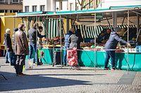 Lokales,Abstand halten auf dem Stadter Maart.Foto: Gerry Huberty/Luxemburger Wort