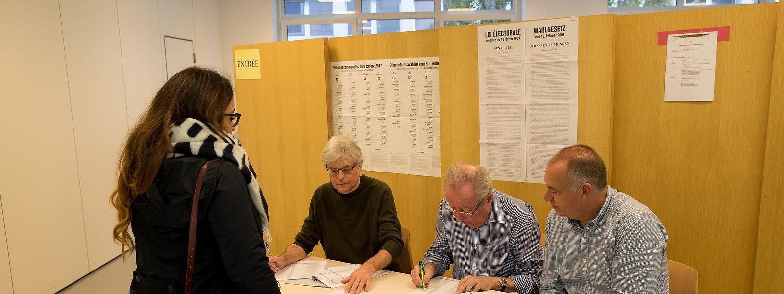 A votação na assembeia de voto na Gare, na cidade do Luxemburgo.