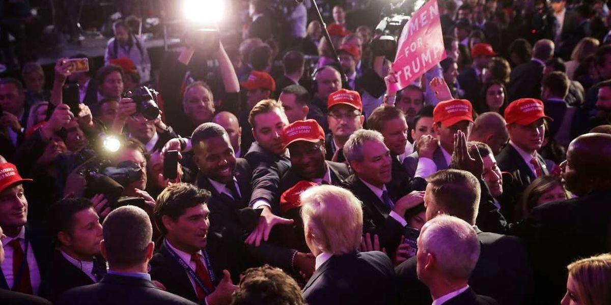 Donald Trump war am Mittwochmorgen umlagert von Fans und Medienvertretern.