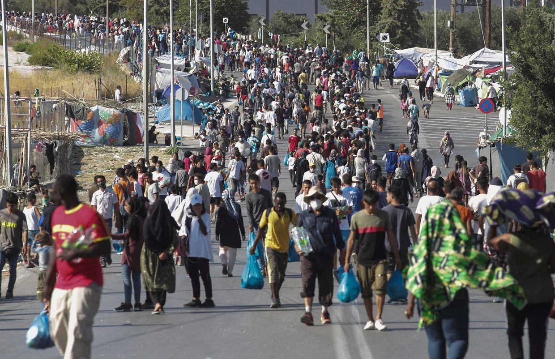 Nach dem verheerenden Großbrand sind etwa 12.000 Flüchtlinge obdachlos geworden.