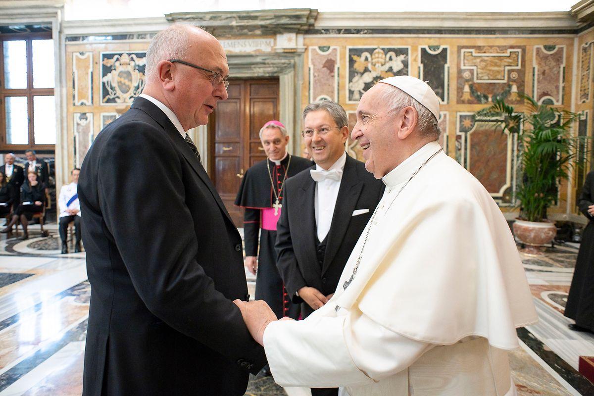 Jean Claude Muller (links) mit dem Luxemburgischen Botschafter  Christian Biever bei Papst Franziskus.