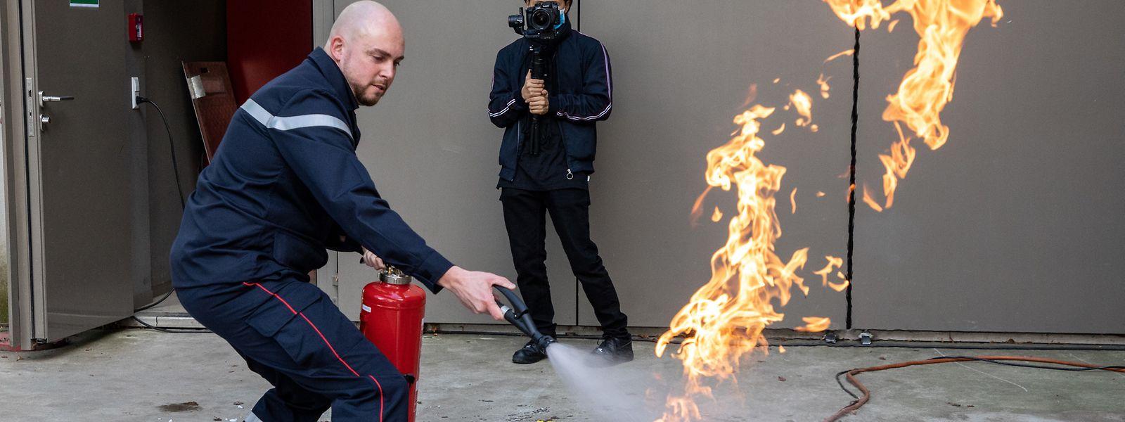 Auch der richtige Umgang mit einem Feuerlöscher wird im neuen Kurs geübt.