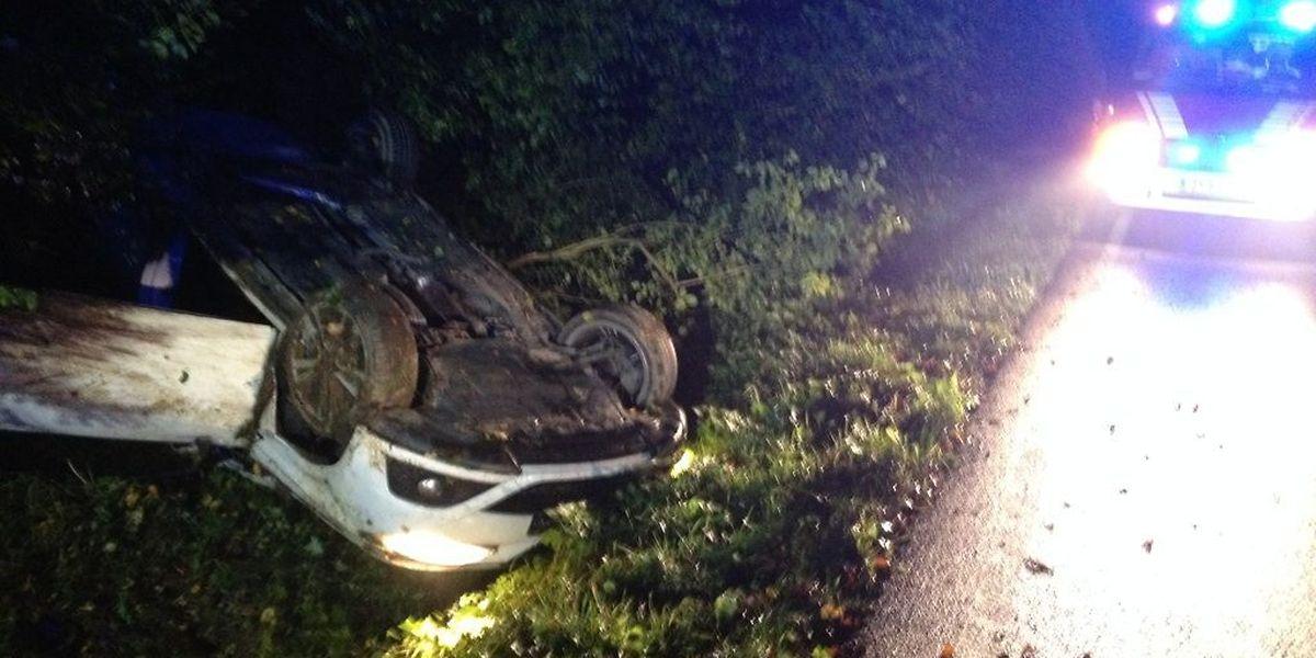 Auf der Strecke zwischen Hassel und Alzingen landete ein Fahrzeug auf dem Dach.