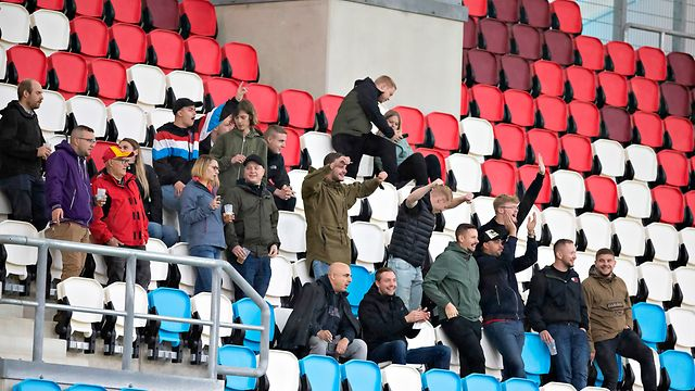 Den Zuschauern gefällt das neue Stadion.