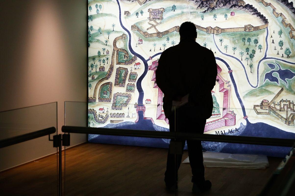 Uma representação de um mapa de Goa acolhe o visitante numa das salas