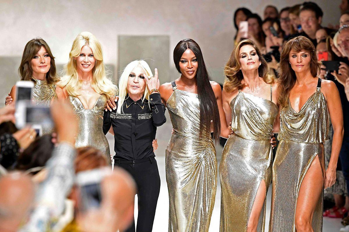 Mitte September durften auch die ehemaligen Supermodels Carla Bruni, Claudia Schiffer, Naomi Campbell, Cindy Crawford and Helena Christensen - alle zwischen 47 und 51 Jahre alt - bei der Show von Donatella Versace nach langer Laufstegpause wieder zeigen, was sie auf dem Kasten haben.