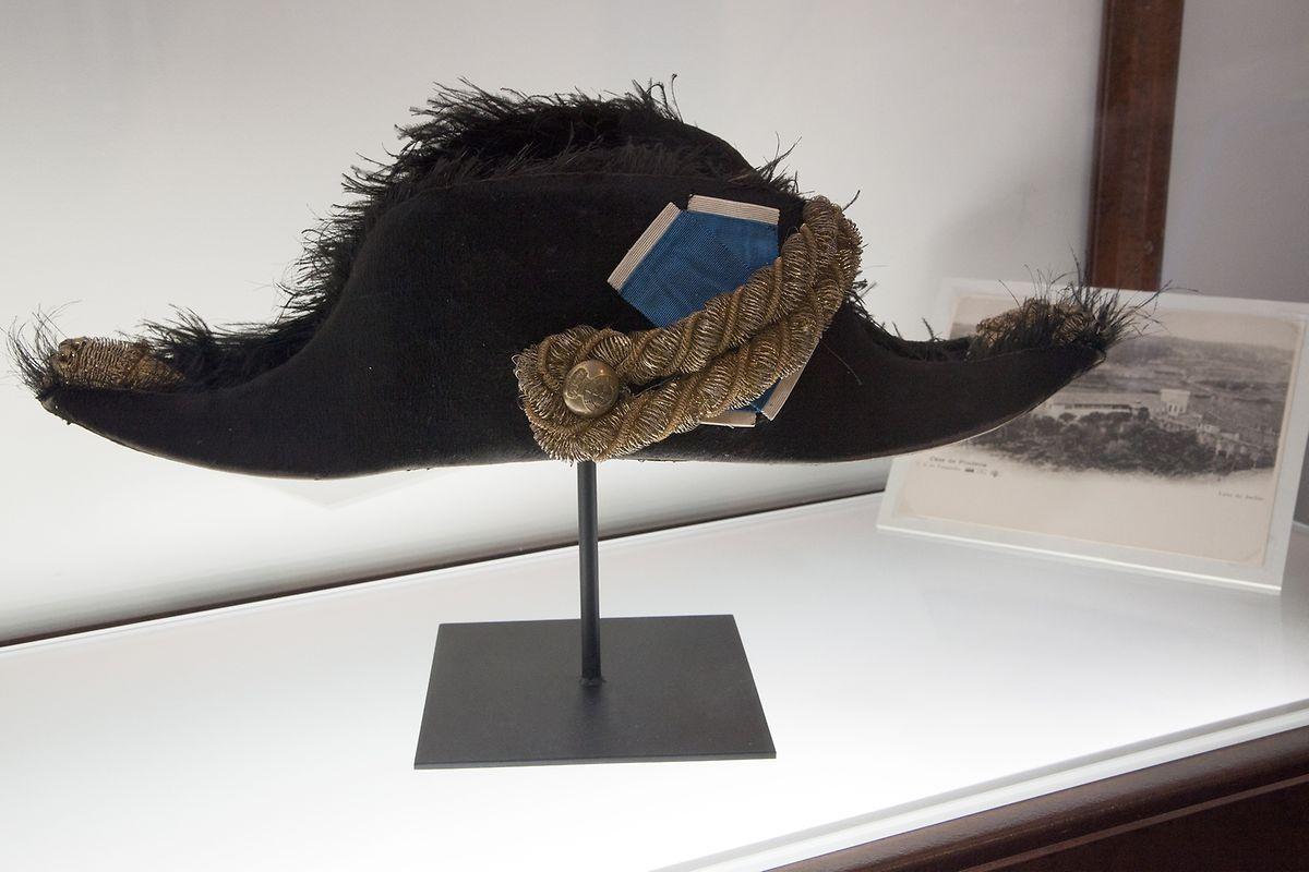 O bicorne do visconde de Pindela, que fazia parte da farda diplomática