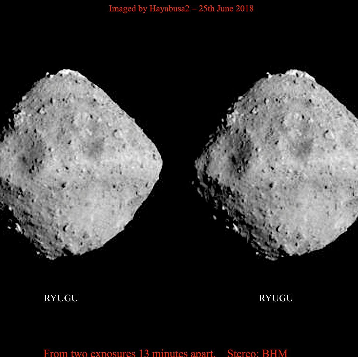 Cette image stéréo de l'astéroïde Ryugu a été produite par le guitariste et astrophysicien Brian May à partir de photos prises à 13 minutes d'intervalle le 26 juin depuis la sonde japonaise Hayabusa2. Elles peuvent se regarder avec des lunettes 3D.
