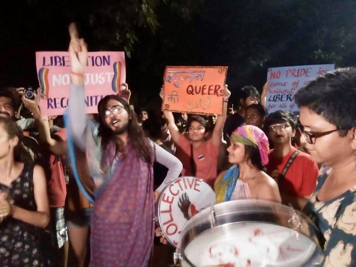 Manifestação no campus depois de ser despenalizada a homossexualidade na índia.