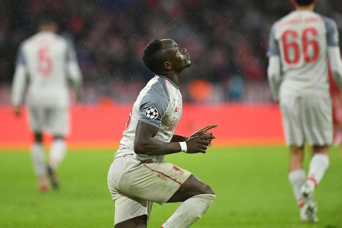 Senegalês Sadio Mané festeja o apuramento do Liverpool para os quartos de final da Champions.
