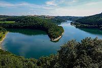 Vakanz Doheem - Blick auf den Stausee von der Aussichtsplattform Belvédère Burfelt im Naturpark Obersauer - Foto: Serge Waldbillig