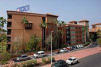 Picture shows a general view of H10 Costa Adeje Palace Hotel in La Caleta where hundreds of people were confined to their rooms on February 25, 2020 after an Italian tourist was hospitalised with a suspected case of coronavirus. - Tourists staying in a four-star hotel on the Spanish island of Tenerife, in the Canary archipielago, were confined to their rooms today following the announcement of a suspected novel coronavirus, COVID-19, case waiting for official confirmation. This possible case was detected yesterday in Tenerife, where an Italian national passed a first test which turned out to be positive, announced the Spanish Ministry of Health. (Photo by DESIREE MARTIN / AFP)