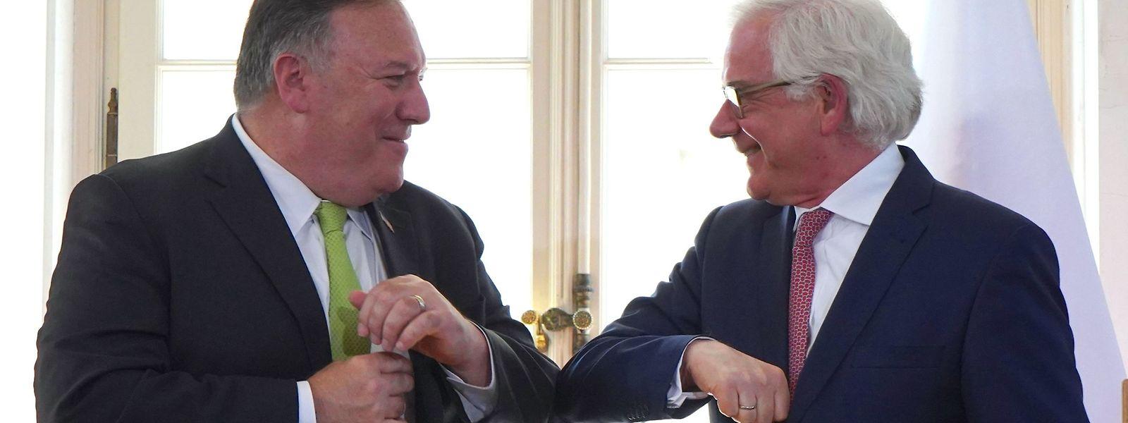 US-Außenminister Mike Pompeo und der polnische Verteidigungsminister Mariusz Blaszczak haben einen Vertrag über die Entsendung von 1.000 zusätzlichen US-Soldaten nach Polen unterzeichnet.