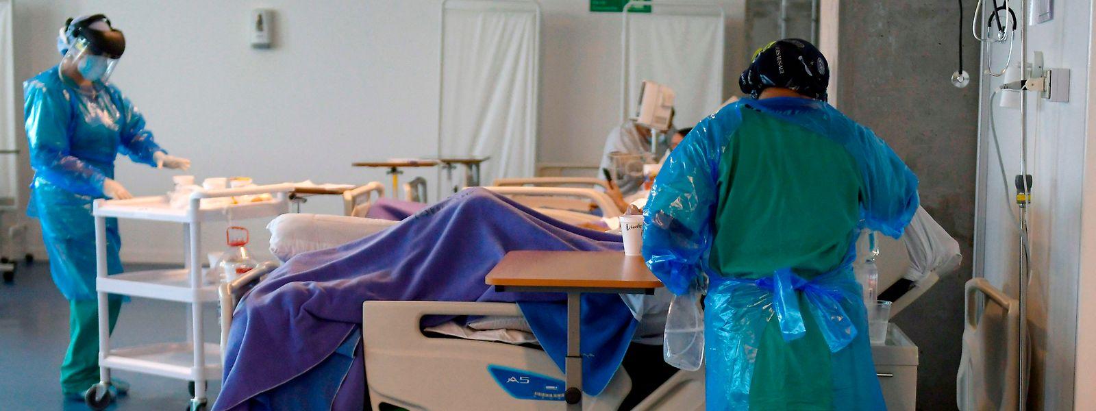Si nécessaire, l'emploi d'hôpitaux de campagne pour faire face à un afflux trop massif de malades fait partie des pistes envisagées.