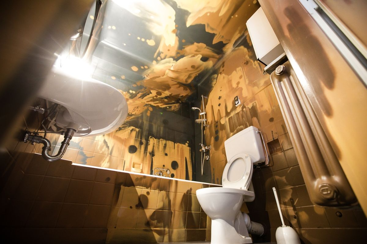 Les mêmes peintures ont été utilisées à l'intérieur de la maison que sur la façade.