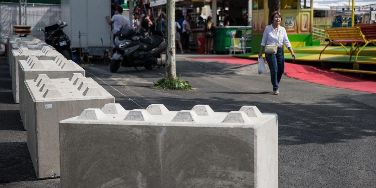 Mittlerweile sind sämtliche Zugangswege zur Schueberfouer mit Betonblöcken gesichert.