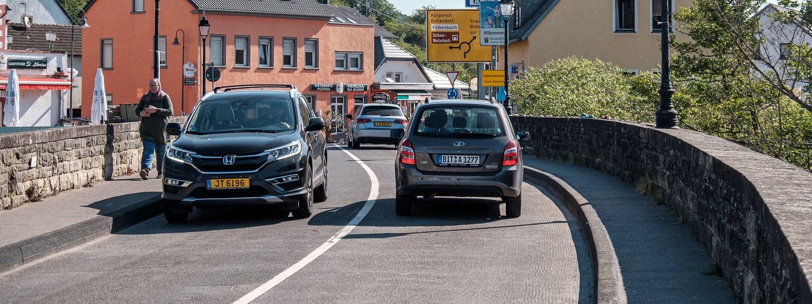 Der Grenzübergang Echternach - Echternacherbrück am Morgen nach dem Wiedereröffnung.