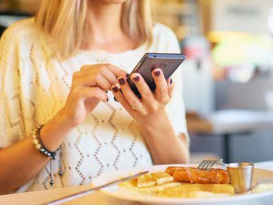 Les moins de 24 ans sont les plus nombreux à consulter leurs réseaux dès le petit matin