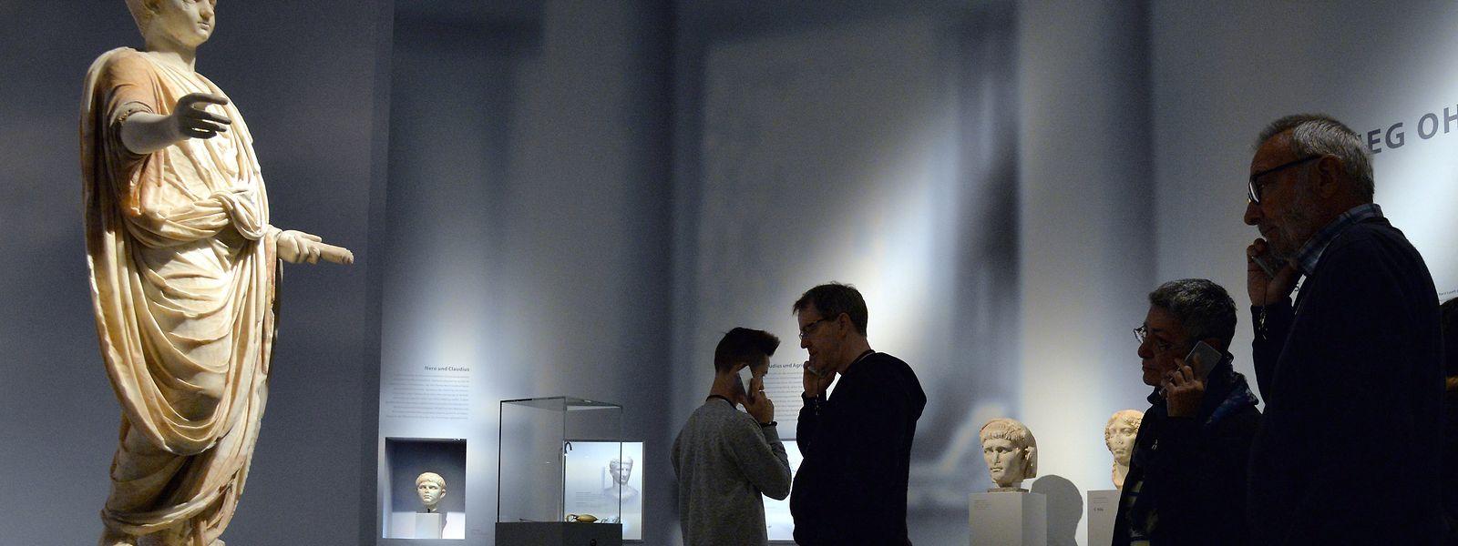 Besucher bei der Ausstellung «Nero - Kaiser, Künstler und Tyrann» im Jahr 2016 im Rheinischen Landesmuseum in Trier.