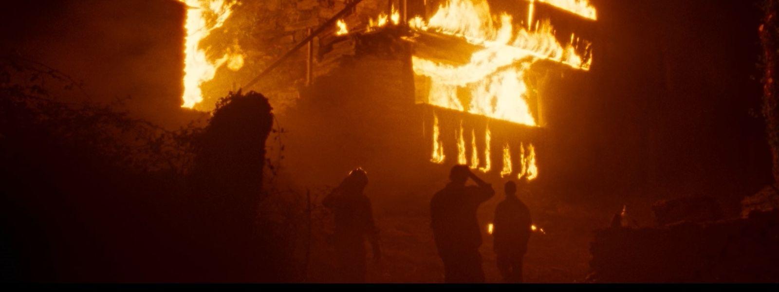 """Der große Brand, der ein Dorf bedroht, spielt in """"Viendra le feu"""" eine wesentliche Rolle in dem Drama."""