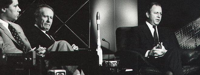 10. Dezember 1988: Im RTL-Fernsehstudio in der Villa Louvigny warten SES-Sprecher Carlo Rock, CLT-Präsident Gaston Thorn und Staatsminister Jacques Santer gespannt auf den historischen Augenblick.