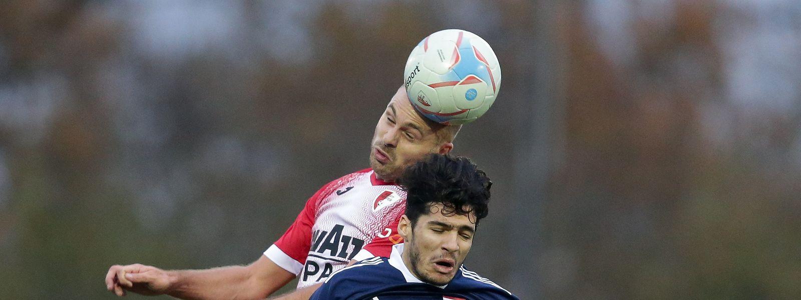 Hesperingen um Mickaël Garos führte bereits mit 2:0 gegen Fola und Diogo Pimentel (r.): Doch es reichte nicht zum Sieg.